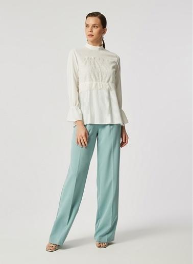 Monamoda Dantel Detaylı Piliseli Crep Bluz Beyaz